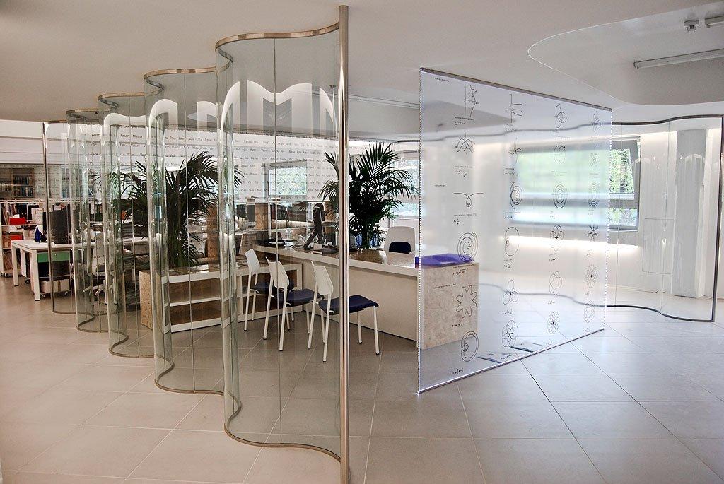 Espacios en oficinas en vidrio mamparas vetrolux 04 vetrolux for Mamparas de vidrio para oficinas