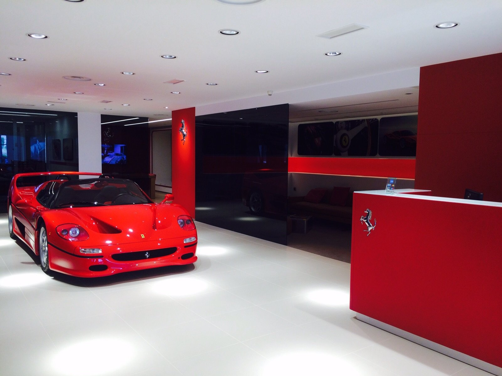concesionario ferrari santogal madrid