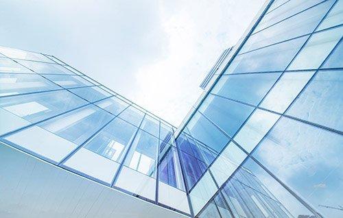 Decoracion con vidrio para espacios con luz natural